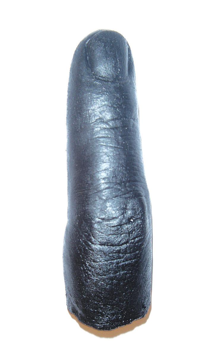 Beltran Black finger upright